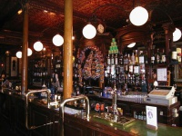 tur-v-angliu-tur-v-london-Pub_inside.jpg