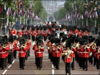 tur-v-angliu-tury-v-london-TROOPING_THE_COLOUR.jpg