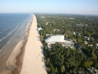 tur-v-latviu-jurmala-baltic-beach.jpg