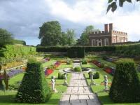 tury-v-angliu-Hampton_court_park.jpg