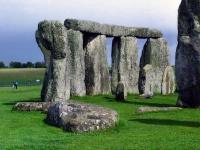 tury-v-angliu-Stonehenge_1.jpg