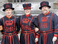 tury-v-angliu-tury-v-london-BEEFEATERs.jpg