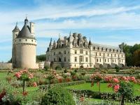 tury-v-paris-tury-vo-franciu-chenonceau-castle.jpg