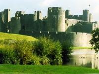 tury_v_angliu_Caerphilly_Castle_Wales.jpg